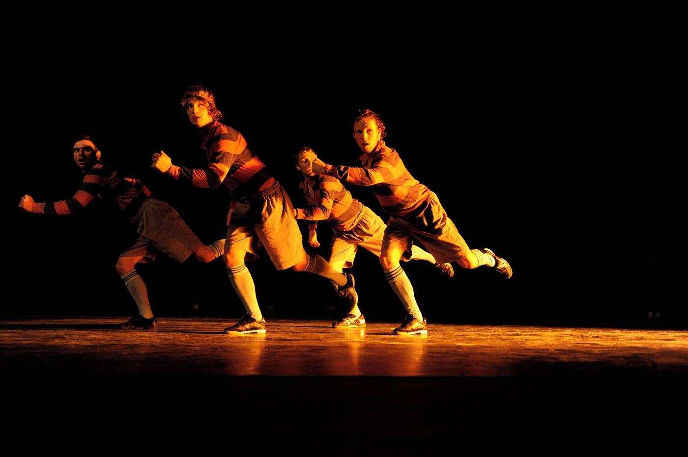 A DANCE TRIBUTE TO THE ART OF FOOTBALL - Jo Strømgren Kompani